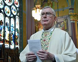 Msgr. Mannion receives Legacy of Service award on 25th anniversary of cathedral's rededication